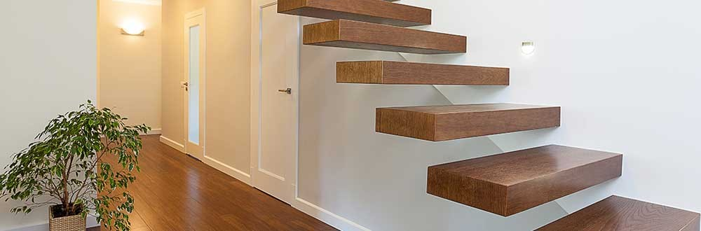 Houten trap plaatsen interieur woningrenovatie - Interieur houten trap ...